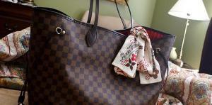 Чем пахнет модная сумочка?